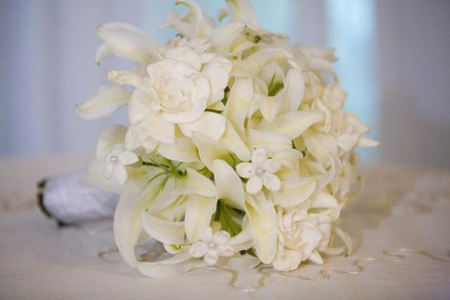 Flora Are In Season During Your Wedding So That You Can Easily 64 White Bouquets